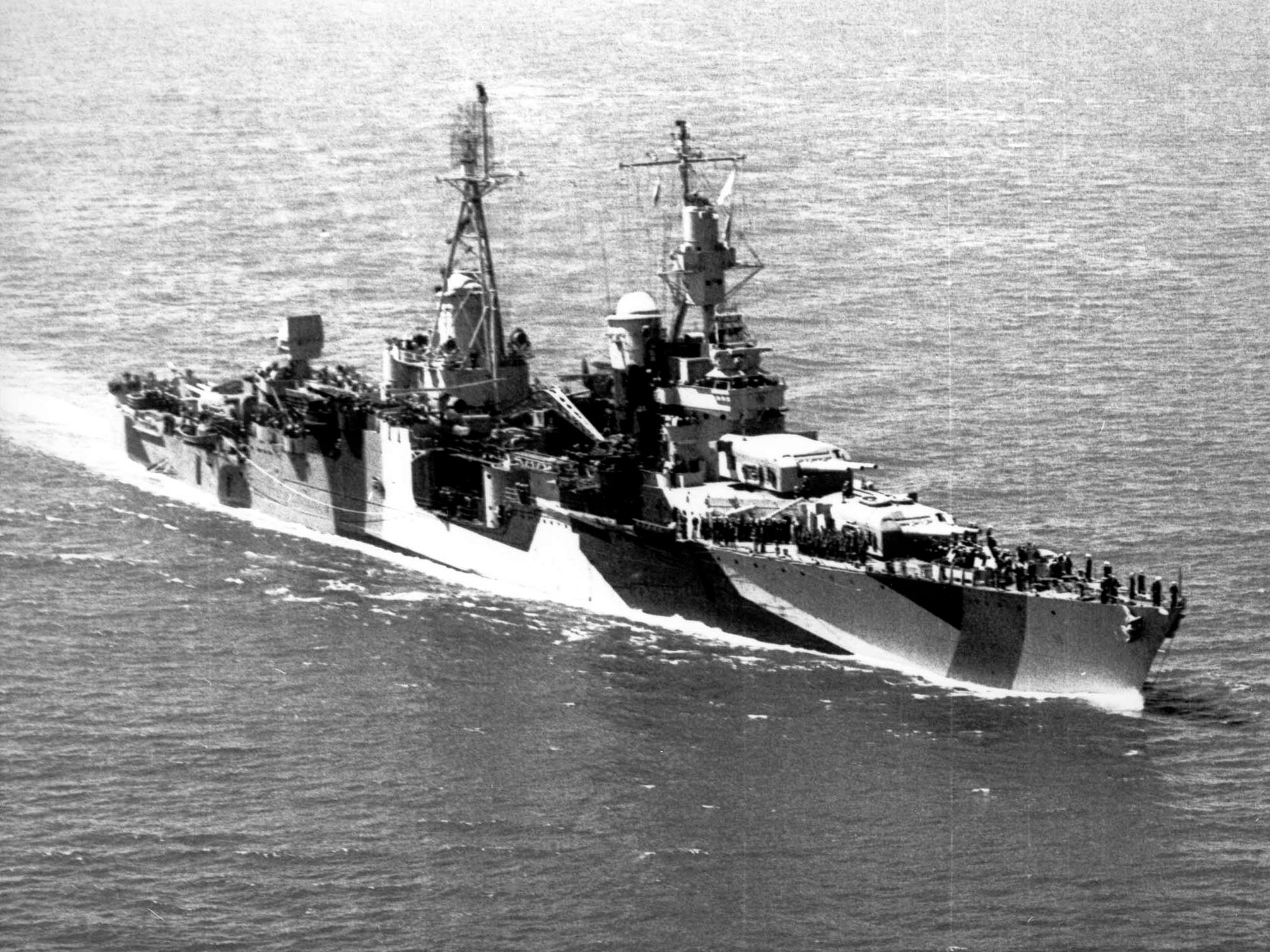 USS_Indianapolis_(CA-35)underway_in_1944(stbd).jpg