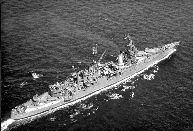 USS_Indianapolis_(CA-35)_underway_at_sea,in_1943-1944(NH_124466).jpg